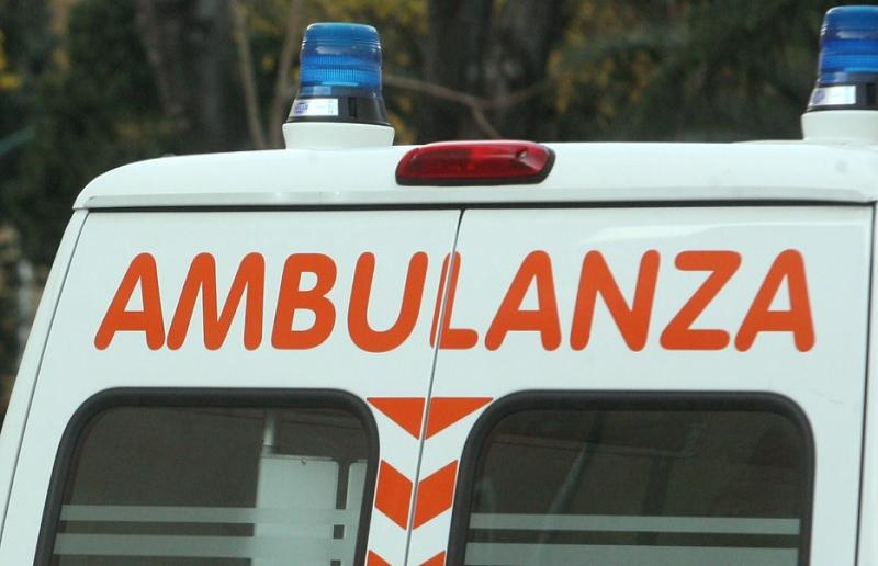 Photo of Incidente a Benevento, perde il controllo dell'auto e si ribalta