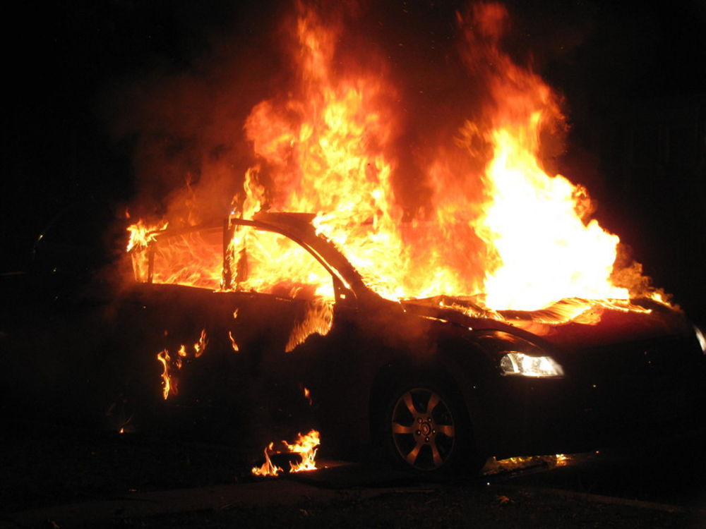 Photo of Incendio a Benevento, auto in fiamme nella notte: si indaga