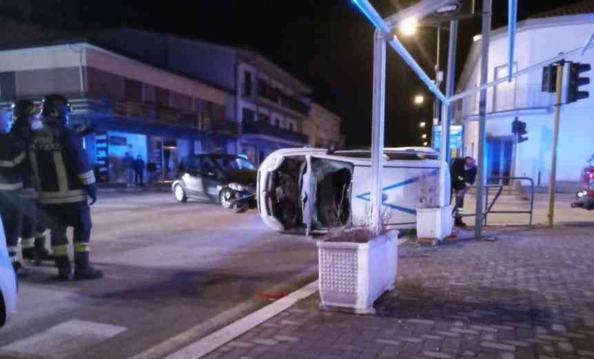 Photo of Incidente a Telese Terme, scontro tra due auto: paura per un vigilante